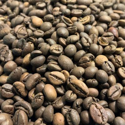 Grains de café torréfiés Robusta Indonésie